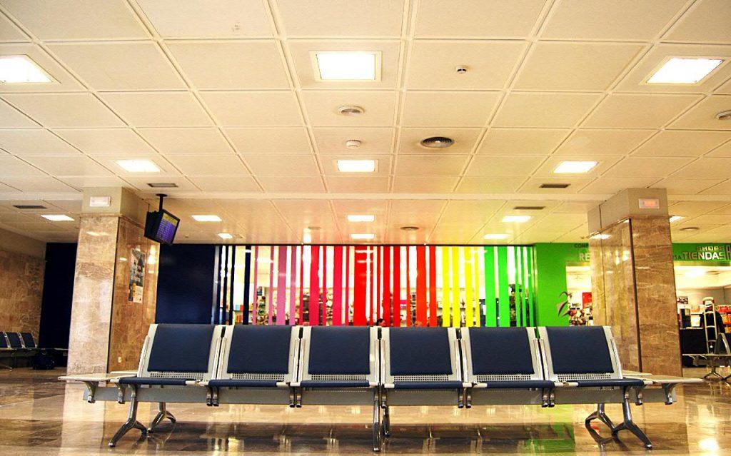 Ganar un viaje esperar en un aeropuerto