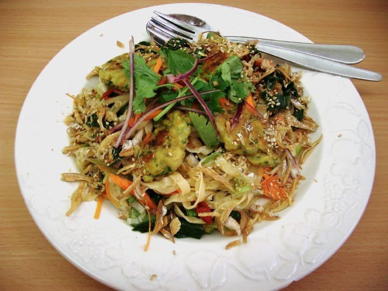 Viaje gratis para comer cocina tailandesa