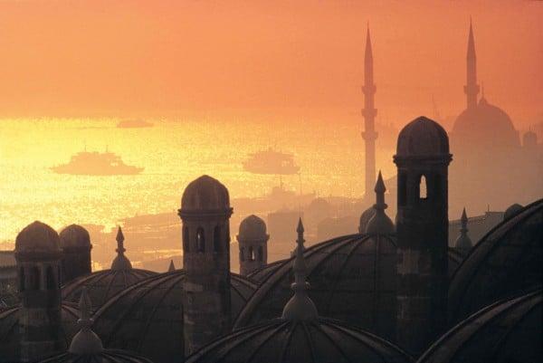 Estambul-una-ciudad-mitad-oriental-y-mitad-occidental
