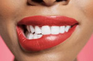 Labios de mujer pintados