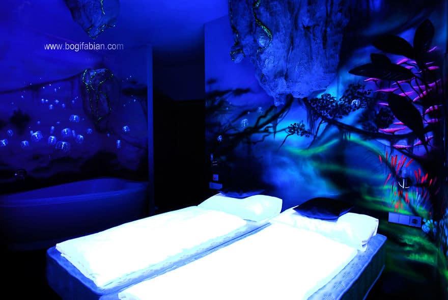 Glowing-murals-by-Bogi-Fabian12__880