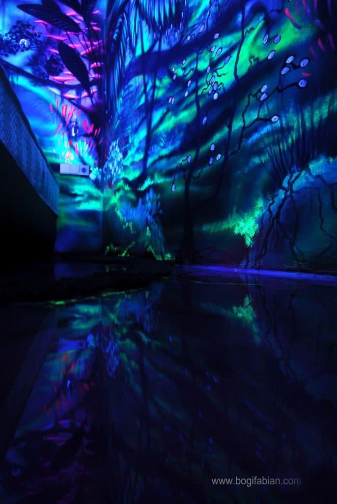 Glowing-murals-by-Bogi-Fabian4__880