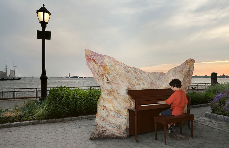 street-pianos-play-me-im-yours-project-new-york-chelsea-market__880