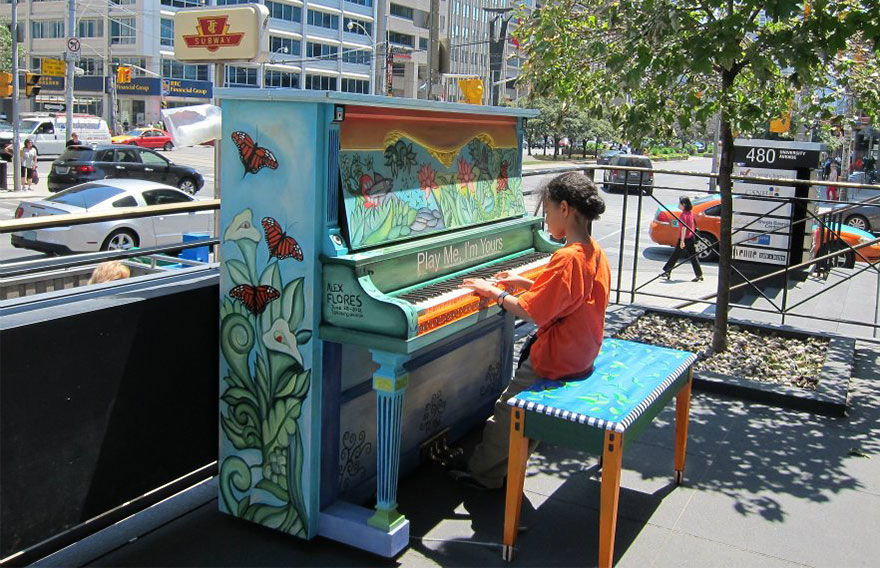 street-pianos-play-me-im-yours-project-toronto-2__880