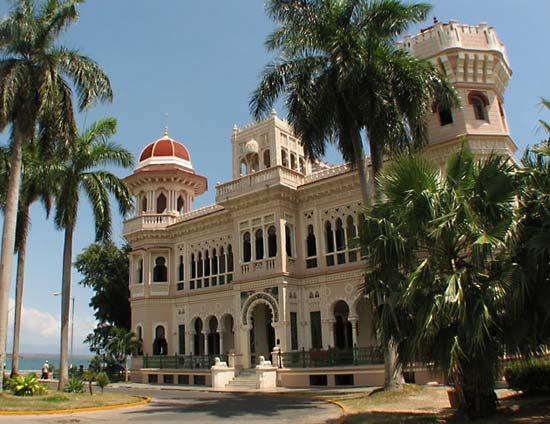 En tu viaje a Cuba tienes que ver el Parque Metropolitano del Caribe, uno de los edificios más bonitos de Cuba.