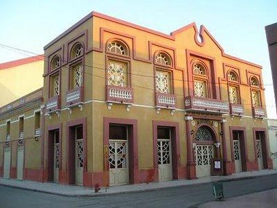 En tu viaje a Cuba no te puedes perder El Teatro Manzanillo de Cuba.