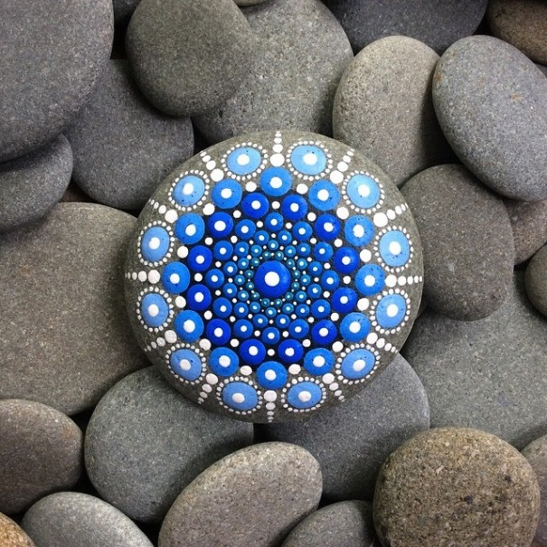 stone-art-mandala-elspeth-mclean-canada-14-605x605