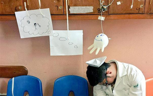 medical-resident-sleeping-overworked-doctors-mexico-yo-tambien-mi-dormi-10
