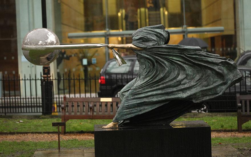 esculturas-fuerza-naturaleza-lorenzo-quinn-1