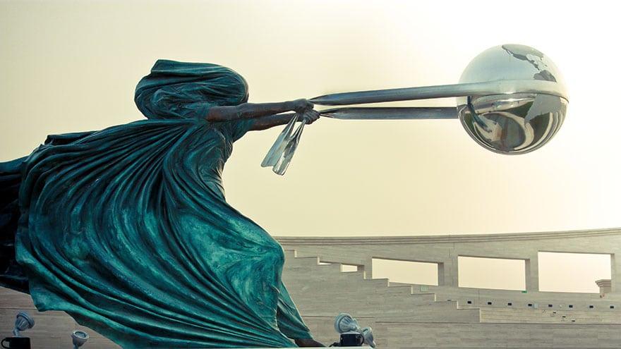 esculturas-fuerza-naturaleza-lorenzo-quinn-8