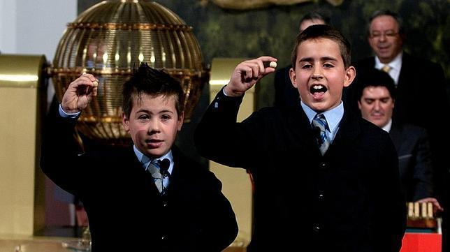 Cada año los niños de San Idefonso cantan los números de la lotería