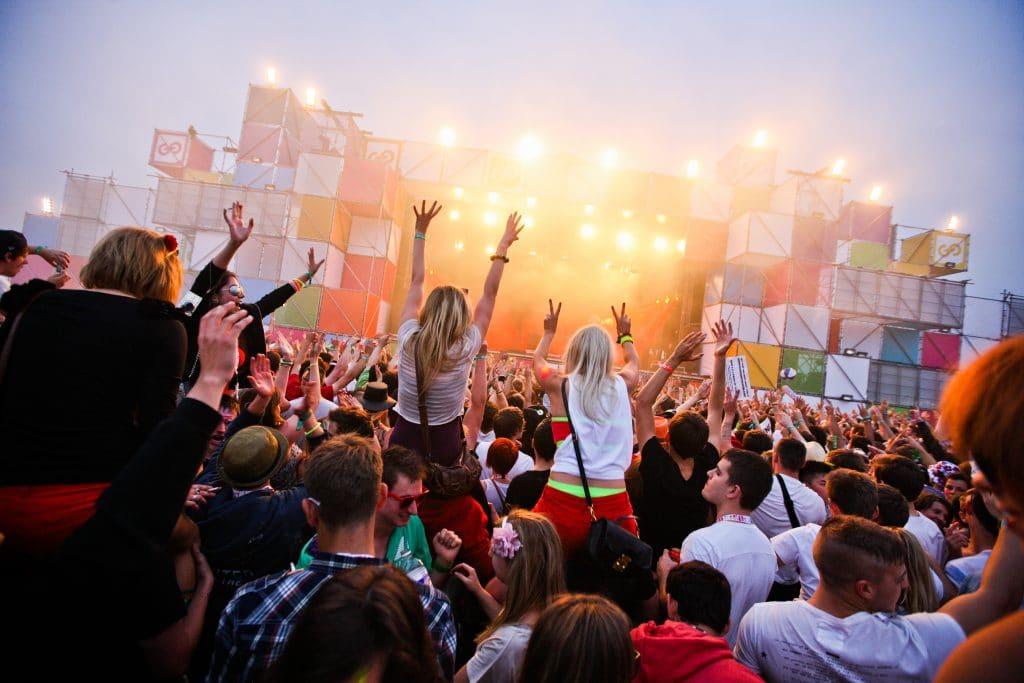 viajar solo por europa y descubrir festivales