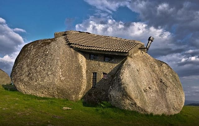 Casas raras - la casa de piedra