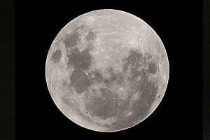 fotografía de la luna antes de eclipse