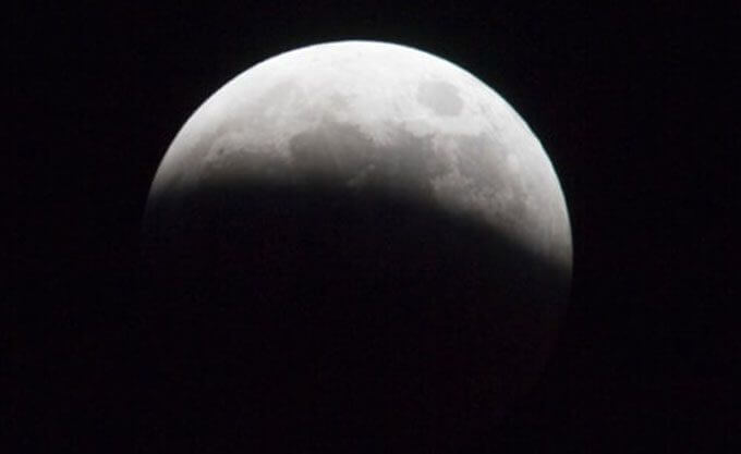 fotografía eclipse de luna parcial
