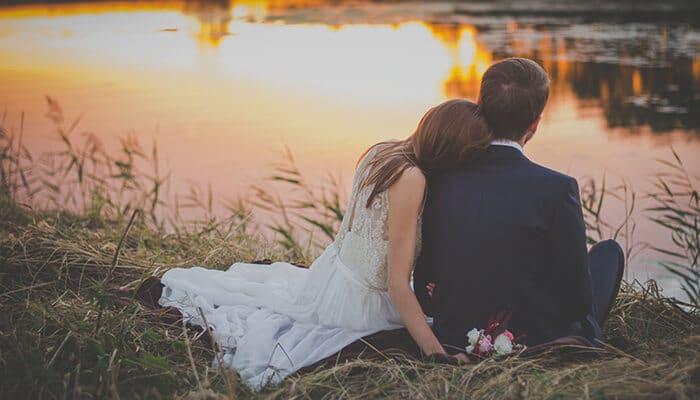 pareja de recién casados el día de su boda