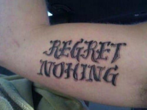 imagen de tatuaje con letras de menos