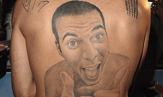 imagen de tatuaje de uno mismo en la espalda