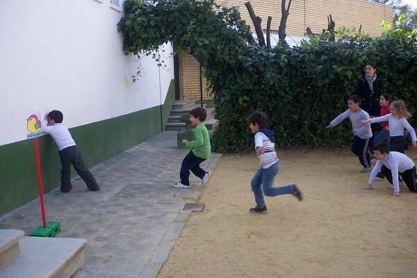 juego de niños pica pared